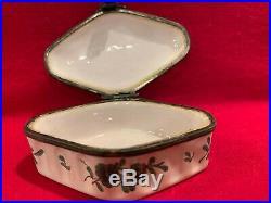 Antique porcelain snuff box French faience Menncy-Villeroy Seine-Et-Oise 1733